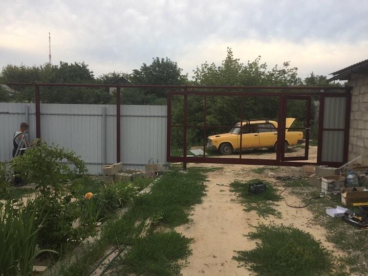 Изготовление, монтаж откатных ворот с верхней балкой и автоматикой.