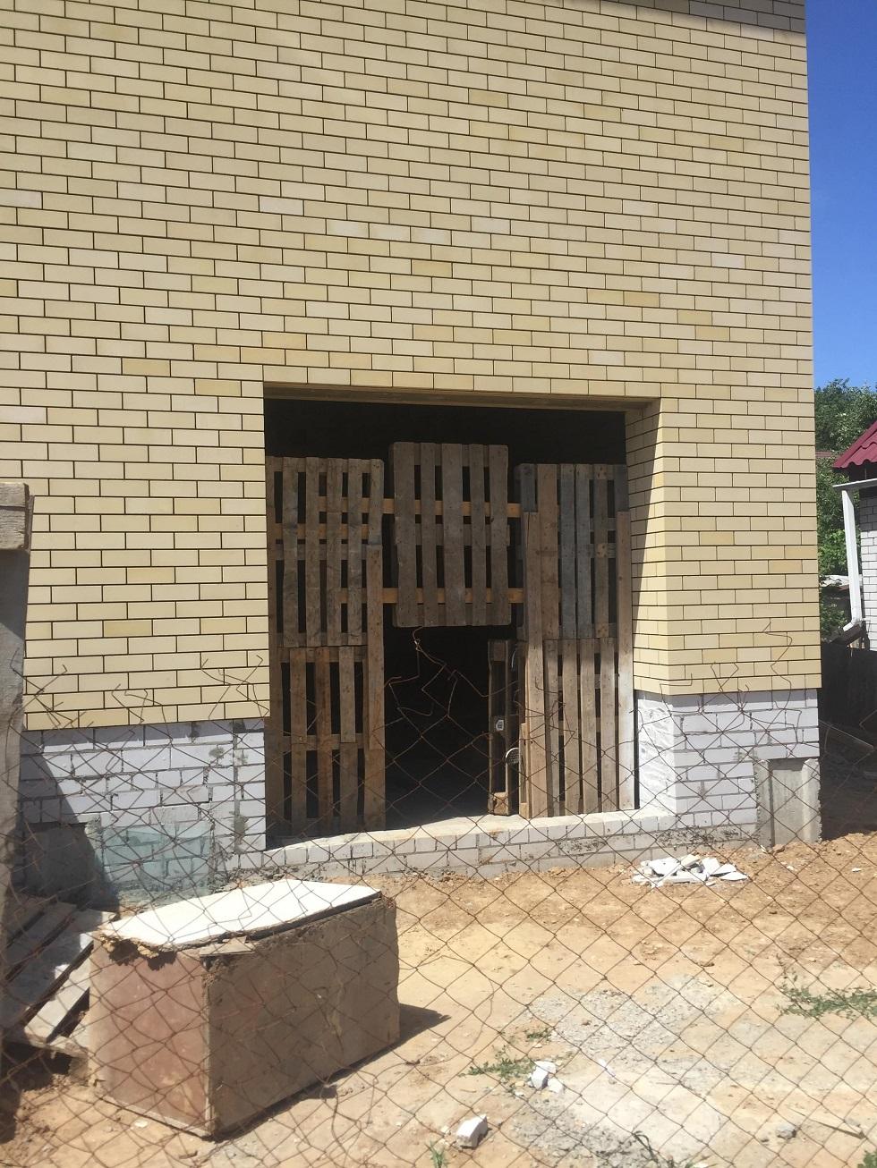 Волгоград, монтаж секционных ворот.