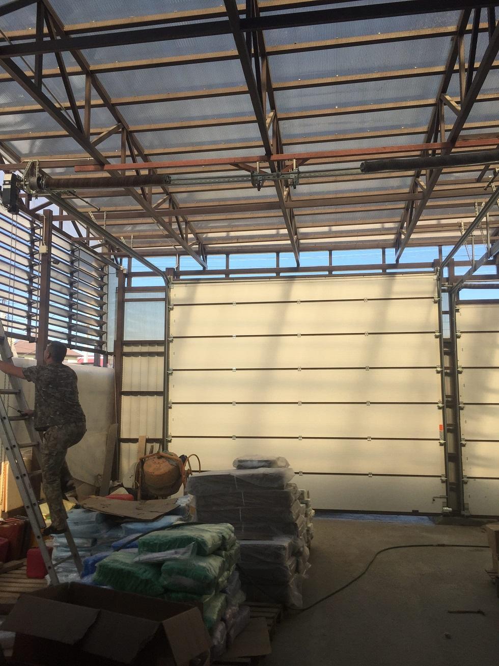 Ремонт секционных ворот в Волгограде2