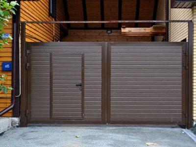 Распашные ворота с встроенной калиткой DoorHan.